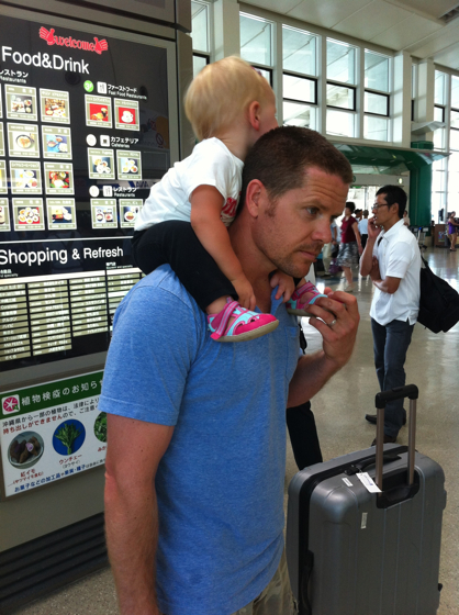 We didn't want the hassle of a stroller, so she spent most of her time at the airport on Oatmeal's shoulders.